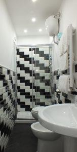 bagno rome central inn piastrelle alternate