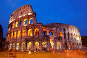 Colosseo anche detto Anfiteatro Flavio simbolo di Roma la meta preferita dai turisti